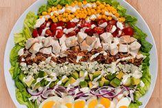 Cette délicieuse salade colorée marie des ingrédients variés qui plairont à tous.