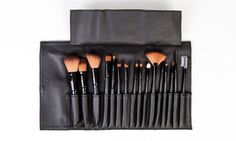 LaRoc& brush set is known as the perfect collection when you need a new set of brushes. With endless options to help sculpt and perfect the face to buff and blend your eyeshadow creations, this sleek brush set has it all. Mascara Brush, Fan Brush, Beauty Brushes, Brush Sets, Foundation Brush, Eyeshadow Brushes, Makeup Brush Set, Makeup Cosmetics