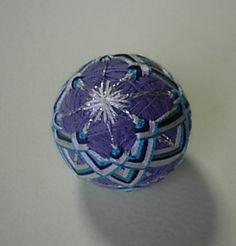 直径30㎝くらいのミニ手まりです。ブルー系の土台に3色の絹糸で丹念に模様をかけています。|ハンドメイド、手作り、手仕事品の通販・販売・購入ならCreema。