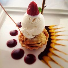 Indulge with a warm apple tart and vanilla ice-cream at Puerto San Lucas restaurant in Cabo San Lucas.