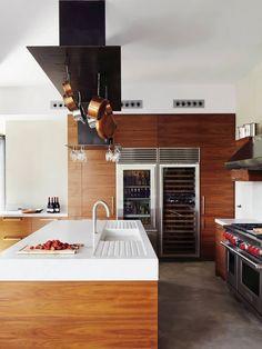 Cozinha de Madeira e Equipamentos Industriais