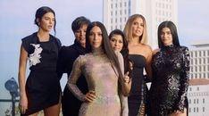 ABD'li süpermodel Kendall Jenner, İtalya'dan ABD'ye dönüşünde bir markete uğradı. 22 yaşındaki Kardashian/Jenner ailesinin üyesi alışver...