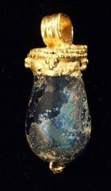 ROMAN GOLD AND GLASS PENDANT           I c. A.D. How did they survive? I'm so glad they did