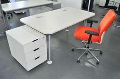 Büromöbel Lagerverkauf Berlin auf insgesamt rund 7000 qm Fläche mit ständig neuen Büromöbel-, Bürostuhl- und Designmöbel-Angeboten, z.B. von vitra!