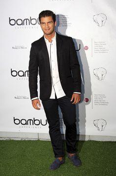 Maxi Iglesias en la fiesta por el quinto aniversario de Bambú Producciones en Madrid Miguel Angel, Maxi Iglesias, Angel Silvestre, Bangkok, Phoenix, Madrid, Breast, Suit Jacket, London