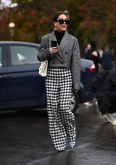 Brittany Xavier is seen wearing Chanel outside the Chanel show during Paris Fashion Week on October 2019 in Paris, France. Looks Street Style, Street Style Edgy, Fresh Outfits, Winter Outfits, Paris Fashion, Winter Fashion, Street Fashion, Moda Formal, Moda Paris