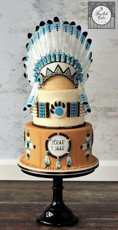 Native American cake with chiefs headdress - cake by Tamara - CakesDecor Gorgeous Cakes, Pretty Cakes, Cute Cakes, Amazing Cakes, Unique Cakes, Creative Cakes, Fondant Cakes, Cupcake Cakes, Native American Cake