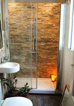 Cuarto de baño pequeño de estilo rústico con detalles en piedra