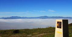 Camino de Santiago entre las nubes a su paso por El Bierzo