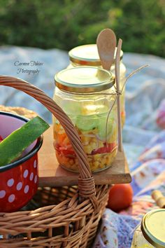 My world in a jar: La picnic cu Sun Food. My World, Picnic, Basket, Jar, Homemade, Food, Home Made, Essen, Picnics