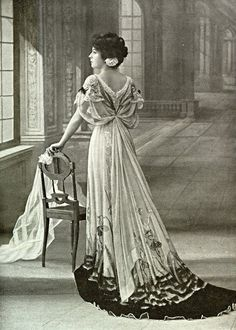 Robe du soir par Zimmerman, 1907.  See the pale green velvet gown (colour photo) on this board, which is very similar in style and embellishment.