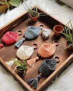 Etsy Crafts, Yarn Crafts, Handmade Crafts, Modern Crochet, Crochet Home, Crochet Geek, Diy Craft Projects, Crochet Projects, Crochet Ideas