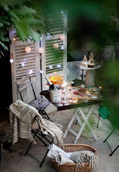 Panneaux en bois décorés avec boules lumineuses... très joli !