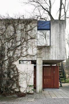 "Léonie Geisendorf /// Villa Delin /// Djursholm, Sweden /// OfHouses presents rue de Sèvres - part III"": Léonie Geisendorf (Swede), 1 year: (Photos: © Mikael Olsson. Beautiful Architecture, Architecture Design, Concrete Houses, Small Buildings, Architectural Features, Aesthetic Bedroom, Facade House, Brutalist, Modernism"