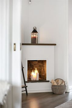 This is absolutely perfect I will definitely do this, it's life having a fireplace without all the money and massive commitment! in fireplace ideas fire places On révise ses classiques - PLANETE DECO a homes world Candles In Fireplace, Faux Fireplace, Fireplace Design, Simple Fireplace, Farmhouse Fireplace, Corner Fireplaces, Empty Fireplace Ideas, Fireplace Facing, Classic Fireplace