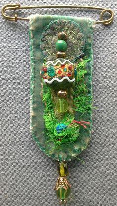 Broche/Médaille textile esprit baroque. par VeronikB sur Etsy