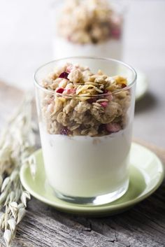 How to make homemade granola, it's so easy to make!