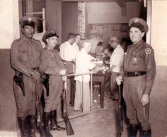 Soldados batistianos custodiando las unas en unas fraudulentas elecciones