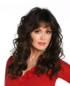 Marie Osmond is an American singer, actress and doll designer. She is best known as a member of the show business family the Osmonds. She hosted a variety show called The Osmonds along with her bro… Curly Hair With Bangs, Hairstyles With Bangs, My Hair, Curly Hair Styles, Marie Osmond Plastic Surgery, Best Beauty Tips, Beauty Hacks, Marie Osmond Hot, The Osmonds