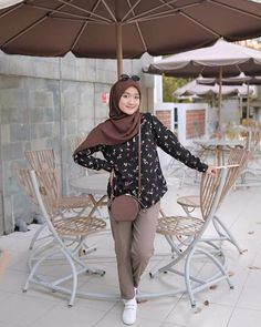 Casual Hijab Outfit, Ootd Hijab, Hijab Dress, Fasion, Hijab Fashion, Fashion Dresses, Style Fashion, Trouser Outfits, Muslim Women