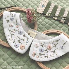いいね!1,237件、コメント20件 ― Rairaiさん(@rairai_ws)のInstagramアカウント: 「お花とドットの付け襟 ・ 後ろ側にも刺繍があります。 もしかしたら、これは洋服とセット販売にするかもです。 ・ 展示会まであと1週間ですが、まだ仕上げられてないものが……」