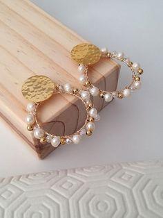 Pearl clip on earrings / Wedding earrings / Asymmetic earrings / Beaded earring / Wedding jewelry - Custom Jewelry Ideas Bridal Earrings, Beaded Earrings, Beaded Jewelry, Earrings Handmade, Boho Jewelry, Cute Jewelry, Jewelry Gifts, Jewelery, Women Jewelry