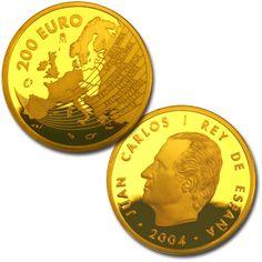 4 escudos oro  En el anverso aparece la efigie de S.M. el Rey, Don Juan Carlos I, y en el reverso se representa el mapa de Europa con los nombres de los nuevos países que acceden a la Unión Europea: Estonia, Letonia, Polonia, Hungría, República Checa, Lituania, Eslovaquia, Eslovenia, Malta, y Chipre.