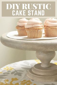 I have ANOTHER fabulous Très Frugal DIY gift idea for you. I simply picked up a few wood discs and a furniture leg to create a unique cake stand. It couldn't be easier!