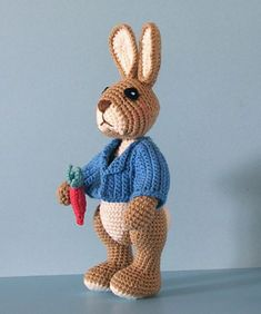 Crochet Amigurumi Rabbit Ideas Ravelry: Robbie Rabbit pattern by Sue Pendleton - free crochet pattern - so realistic! I will definitely be making this one. Thank you for sharing! Amigurumi Free, Crochet Patterns Amigurumi, Amigurumi Doll, Crochet Dolls, Easter Crochet, Crochet Crafts, Crochet Projects, Love Crochet, Crochet For Kids