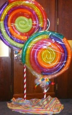 Cute for a candy themed party. Candy Land or Willy Wonka would be cute! Candy Themed Party, Candy Land Theme, Party Themes, Party Ideas, Birthday Balloon Decorations, Candy Decorations, Birthday Balloons, Candy Land Christmas, Decoration Vitrine