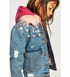 Discover the new ZARA collection online. The latest trends for Woman, Man, Kids and next season's ad campaigns. Zara Kids, Baby Winter, Zara United States, Kids Girls, Latest Trends, Kids Fashion, Jackets, Collection, Dope Clothes