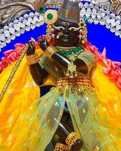Shree Krishna, Radhe Krishna, Lord Krishna Images, Deities, Hare, Gods Love, Love Of God, Bunnies