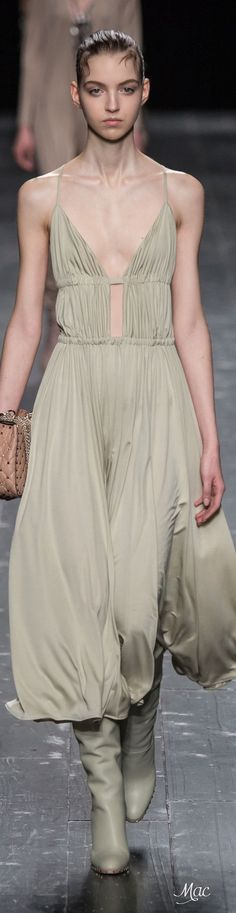 Fall 2016 Ready-to-Wear Valentino