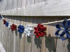 The Thriftiness Miss: Patriotic Toilet Paper Roll Garland Paper Towel Roll Crafts, Toilet Paper Roll Art, Tissue Paper Roll, Rolled Paper Art, Paper Towel Rolls, Toilet Paper Roll Crafts, Patriotic Crafts, Patriotic Decorations, July Crafts