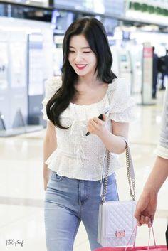Irene-Redvelvet 190611 Gimpo Airport to Japan Kpop Fashion, Asian Fashion, Daily Fashion, Girl Fashion, Airport Fashion, Korean Girl, Asian Girl, Red Velvet Irene, Velvet Fashion