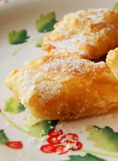 Azevias com recheio de batata doce e amêndoas, um doce que parece um pastel e é muito apreciado pelos portugueses: https://www.casadevalentina.com.br/blog/AZEVIAS%20COM%20RECHEIO%20DE%20BATATA%20DOCE%20E%20AM%C3%8ANDOAS ------------------------------- Flounder with sweet potato filling and almond, a sweet that looks like a pastel and is much appreciated by the Portuguese: https://www.casadevalentina.com.br/blog/AZEVIAS%20COM%20RECHEIO%20DE%20BATATA%20DOCE%20E%20AM%C3%8ANDOAS