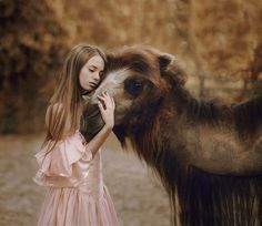 21 Stunning Photgraphs Of People With Exotic Animals – Young Talent