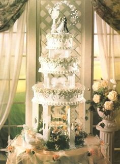 Wedding Cakes with Fountains - I really love Fountain Wedding Cakes.