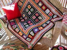 Fiddlesticks - My crochet and knitting ramblings.: Granny Blanket Is Done! (Love these colours) pic only for inspiration Crochet Afgans, Crochet Granny, Crochet Motif, Knit Crochet, Crochet Patterns, Granny Squares, Granny Square Blanket, Afghan Blanket, Afghan Rugs