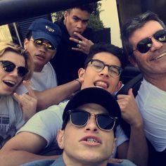 @simoncowell hangs with his latest band...follow the talented lads of @prettymuch <<<< and keep an eye out for new music SOON! #prettymuch