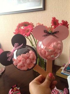32 Süß Und Liebenswert Minnie Mouse Party Ideen 32 Sweet And Lovable Minnie Mouse Party Ideas Festa Mickey Baby, Theme Mickey, Mickey Party, Mickey Mouse Birthday, Pirate Party, Disney Diy, Disney Cars, Minnie Mouse Party Decorations, Minnie Mouse Favors