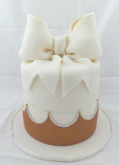 Bow cake. Repinned from Vital Outburst clothing vitaloutburst.com