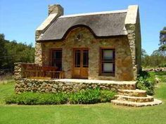 Texas Limestone Creates Old Ranch-style Home_Stone Cases_Stonexp Stone Cottages, Cabins And Cottages, Stone Houses, Brick Cottage, Cozy Cottage, Cottage Style, Cabin Homes, Cottage Homes, Stone Cabin