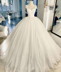 Elegant A-Line White Tulle Ball Gown Long Prom/Evening Dresses with Appliques weiße Ballkleid Hochzeit / Ballkleider Pink Wedding Gowns, White Lace Wedding Dress, Sweetheart Wedding Dress, Long Wedding Dresses, Princess Wedding Dresses, Perfect Wedding Dress, Bridal Dresses, Dress Wedding, Dress Lace