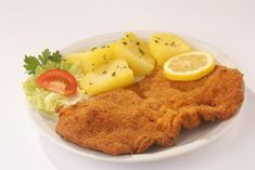 Traditional Wiener Schnitzel and National Days Veal Cutlet, Pork Cutlets, Beef Recipes, Cooking Recipes, Recipies, Steamed Potatoes, Yummy Treats, Yummy Food