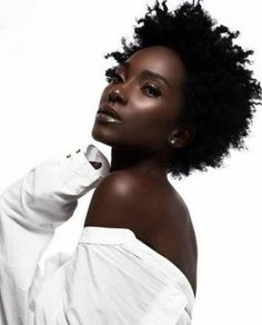 dark skin girl with natural hair Dark Beauty, Beauty Skin, Natural Beauty, Beauty Makeup, Beautiful Dark Skinned Women, My Black Is Beautiful, Beautiful Eyes, Beautiful Pictures, Curly Hair Styles