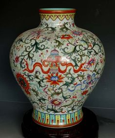 Unique and Fine Chinese Qing Famille Rose Gilted Porcelain Vase with a Qianlong Mark, Size: H*D  45*28cm.