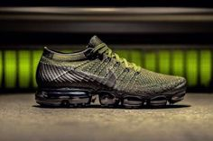 The Nike Air VaporMax Surfaces in Military Olive #Sneakers Summer Sneakers, Sneakers Nike, Sneakers Fashion, Men's Sneakers, Nike Shoes, Nike Running, Running Shoes, Baskets, Max Black
