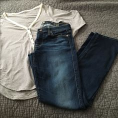 7 For All Mankind straight leg jeans Beautiful and in great used condition! 'The modern straight' style, fits kind of like a skinny jean. Super soft! 7 for all Mankind Jeans Straight Leg