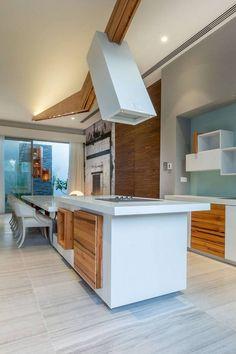 Casa Luxuosa com Arquitetura Moderna Complexa -